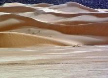 Dunas de areia douradas da Mauritânia; terrorismo no Sael e os temores na Europa afugentaram turistas do país